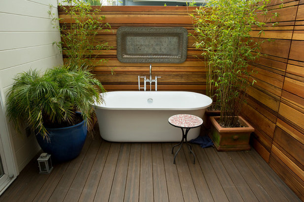 Would You Take a Soak in an Outdoor Bathtub?