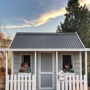 Mid-sized traditional home design in Canberra - Queanbeyan.
