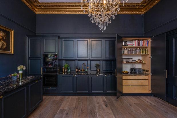 Классический Кухня by Wood Works Brighton