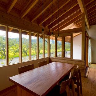 Dining room - scandinavian dining room idea in Kobe