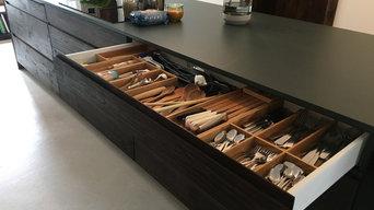 Minimalistische High-End Küche aus natürlichen Materialien