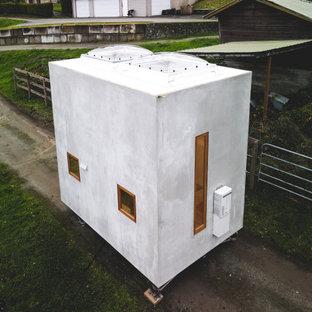 Foto de fachada gris, actual, pequeña, de una planta, con revestimiento de hormigón y tejado plano