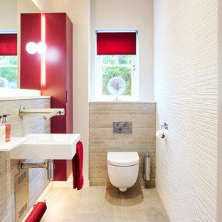На фото: маленький туалет в современном стиле с плоскими фасадами, красными фасадами, инсталляцией, белой плиткой, керамогранитной плиткой, серыми стенами, полом из плитки под дерево, подвесной раковиной, серым полом и подвесной тумбой с