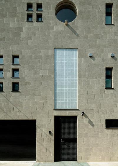 モダン  by 廣部剛司建築研究所/Takeshi Hirobe Architects