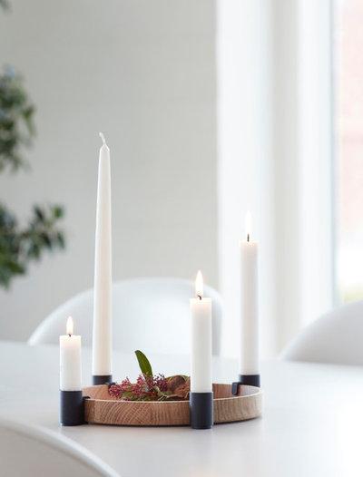 Skandinavisch Wohnzimmer by HolzDesignPur