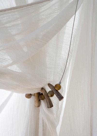 raffhalter selber machen und so vorh nge und gardinen dekorieren. Black Bedroom Furniture Sets. Home Design Ideas