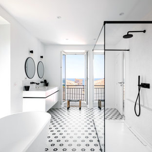This is an example of a mediterranean bathroom in Marseille.