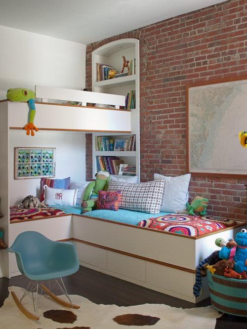 foto de dormitorio infantil de a aos urbano con suelo de madera