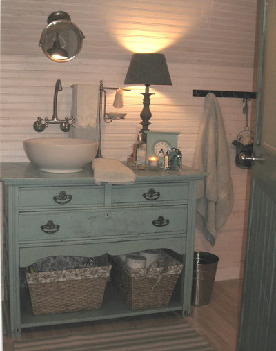 Traditional Bathroom by donna reyne jenkins