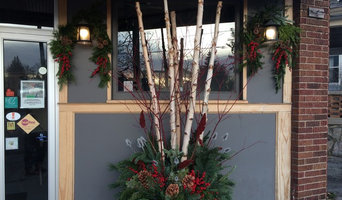 Outdoor winter decorating for Harmony Brewing