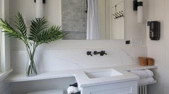 Bright Bathroom in Oak Park