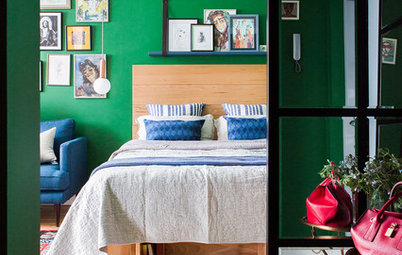 Houzz Tour: Emerald Green Walls and Marble Pulls in Moscow