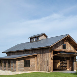 Example of a mountain style garage workshop design in Minneapolis