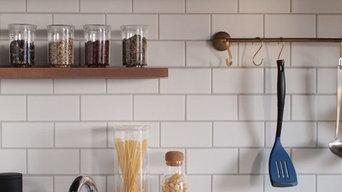 白いサブウェイタイルのキッチン