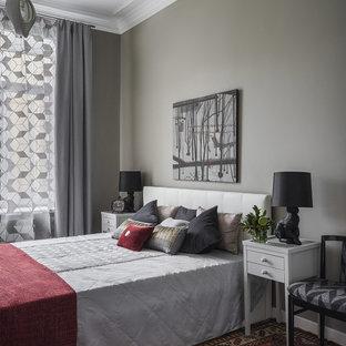 Свежая идея для дизайна: хозяйская спальня в стиле современная классика с серыми стенами - отличное фото интерьера
