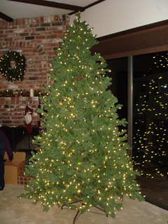 heres a photo of the fluffed tree pretty impressive hopefully it will hold up and the lights will continue to work fluffing took a while probably 30 - Frontgate Christmas Tree Reviews