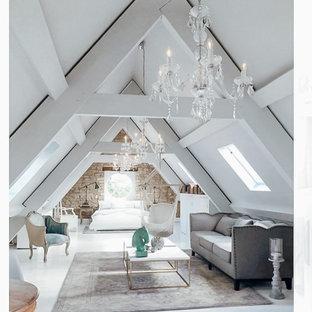 Diseño de dormitorio tipo loft y ladrillo, extra grande, ladrillo, con paredes blancas, suelo blanco y ladrillo