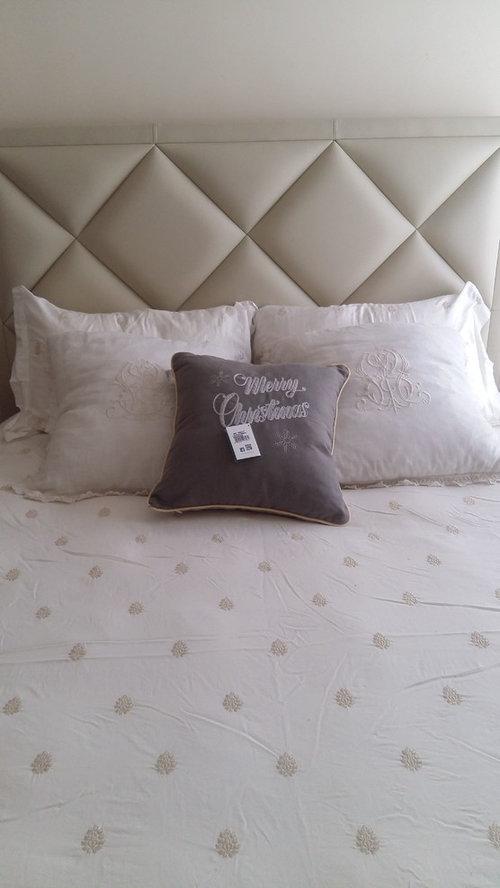 quadri e luci per arricchire la camera da letto!