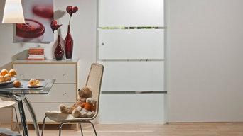 Porte coulissante en verre - Système en applique - Inova maison