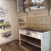Vorher-Nachher: Krasse Verwandlung einer graffiti-beschmierten Küche