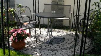 Gartenmauer und Sitzplatz