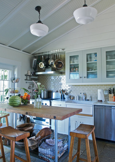 Farmhouse  by KitchenLab Interiors