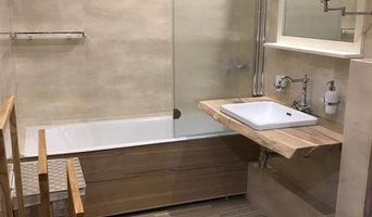 Ванная комната . Столешница и экран для ванны из слэба дуба