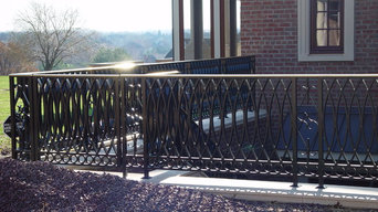 Alum powder coated railing with a bronze cap molding