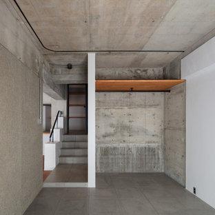 福岡の中くらいのインダストリアルスタイルのおしゃれな主寝室 (コンクリートの床、グレーの床、表し梁、グレーの天井) のインテリア