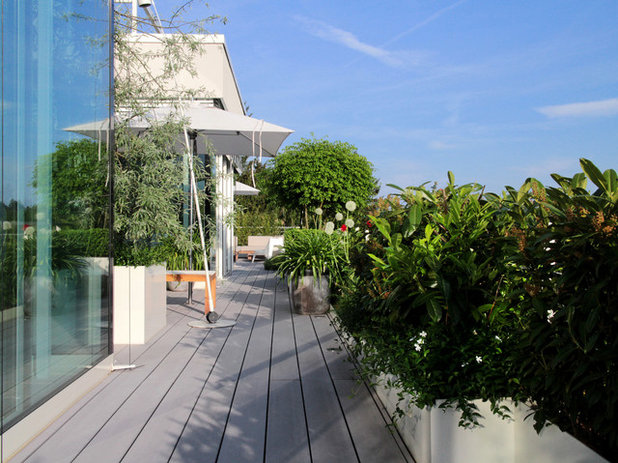 Contemporary Terrace by Eberhard Horn Designgruppe