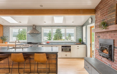 Kitchen of the Week: Big Windows, Great Views and a Large Island