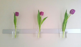 Wall Decor with Three Rectangular Vases on Aluminum