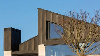 vivienda moderna con cubierta inclinada