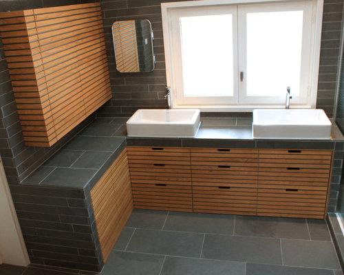 Salle de bain scandinave avec un placard porte for Placard suspendu salle de bain