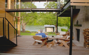 Houzz Tour: A Modern Lakeside Home Overcomes Building Constraints