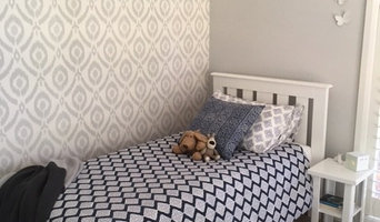 Tween girl's bedroom with Ikat style wallpaper in grey and white