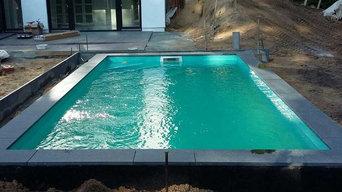 Schwimmbecken aus Styropor Steinen