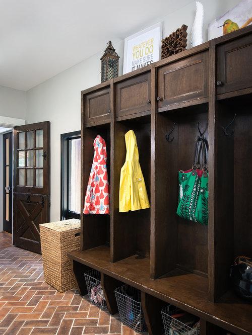kleiner eingang mit kl nt r hauseingang eingangsbereich gestalten. Black Bedroom Furniture Sets. Home Design Ideas