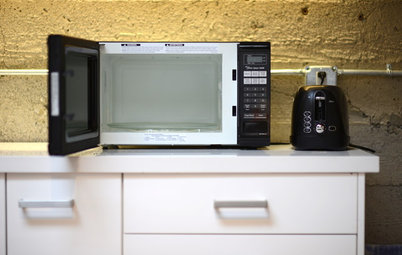 The Quick and Easy Way to Clean a Microwave