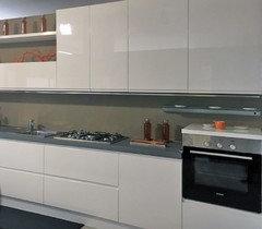 cucina laccata lucida e\' delicata?