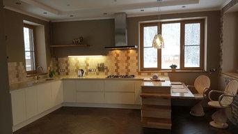 Кухня в загородном доме в стиле шале