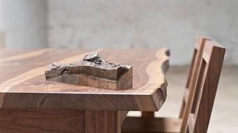 Esstisch und Stühle aus amerikanischem Nußbaum