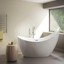 Aria Crescent tub by Fleurco