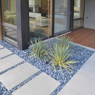 This is an example of a modern drought-tolerant river rock landscaping in San Francisco.