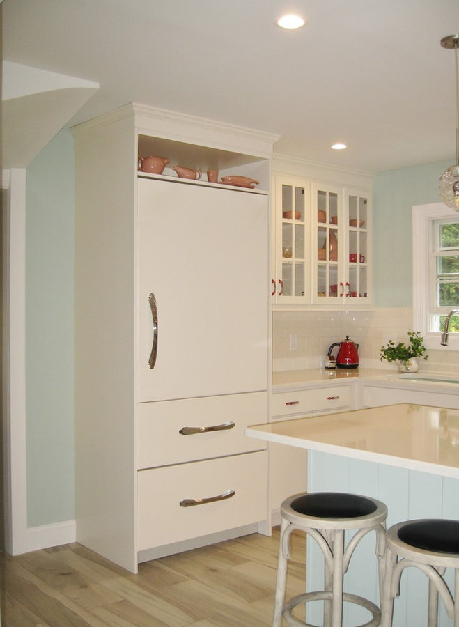 Off-White and Retro Red Accented Kitchen