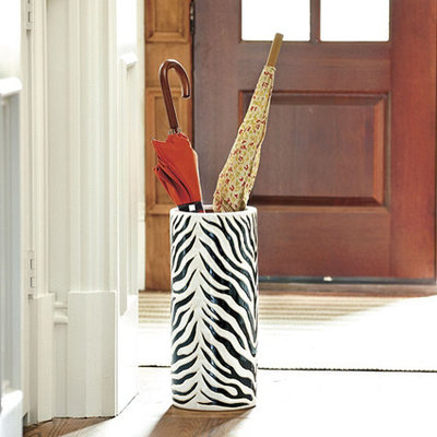 Guest Picks Accessories For A Dashing Entryway