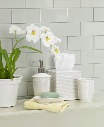 Sensible Style For Your Holiday Guest Bath