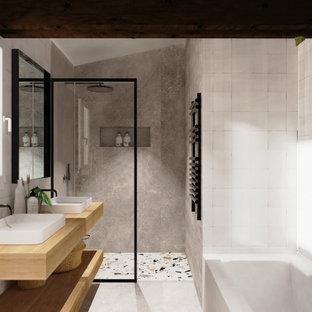 Immagine di una stanza da bagno padronale industriale con vasca da incasso, doccia a filo pavimento, piastrelle bianche, piastrelle di vetro, pavimento in cemento, lavabo da incasso, pavimento grigio, doccia aperta, nicchia e due lavabi