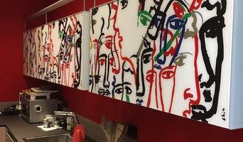 Applicazione rivestimento in ECOMALTA OLTREMATERIA (rossa) pareti e pavimento.