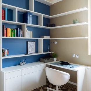 Inspiration för mellanstora moderna hobbyrum, med beige väggar och klinkergolv i keramik